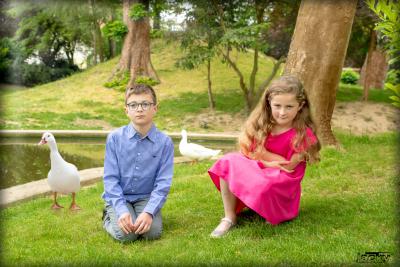 Séance photos  frère et sœur avec animaux.